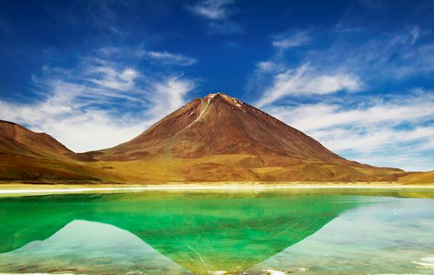 http://infinitelegroom.com/wp-content/uploads/2015/03/see-the-unbelievable-laguna-verde-in-bolivia-1.jpg